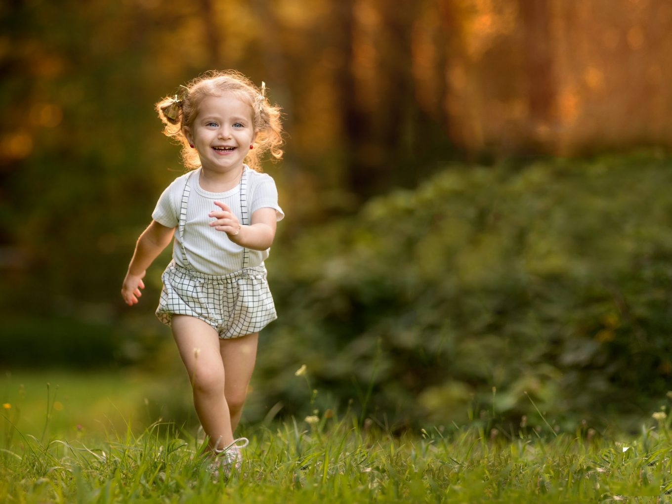 Woodbourne NY outdoor photo session with little girl taken during golden hour